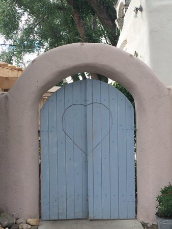 The Love Apple : Gate to the outdoor dining area