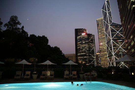 Island Shangri-La Hong Kong: Pool at night- open till 10!