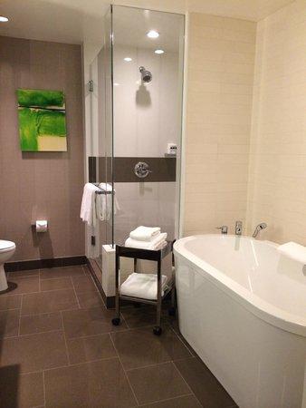 Vdara Hotel & Spa : Oval tub
