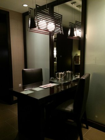 Vdara Hotel & Spa : Kitchen and eating area
