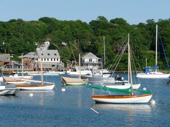 Cornelia Carey Sanctuary (The Knob): boats in the harbor