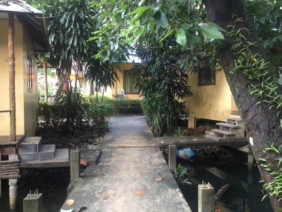 Nature Beach Resort Koh Chang: Entrance to Rooms beyond Garden.
