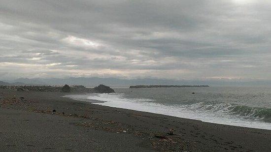Katsurahama Beach: 台風後