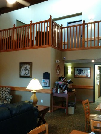 AmericInn Lodge & Suites Cedar Rapids Airport: Lobby