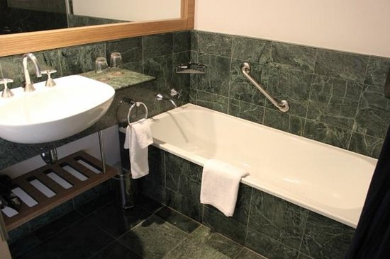 Sofitel Gold Coast Broadbeach: Bathroom