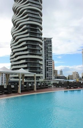 Sofitel Gold Coast Broadbeach: Pool deck area