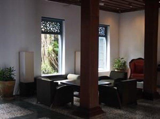 Villa Santi Hotel : Waiting area in the Lobby.