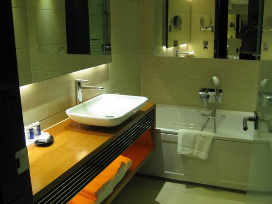 Park Plaza Westminster Bridge London: bathroom