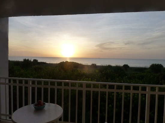 Discovery Beach Resort : Sunrise from the patio
