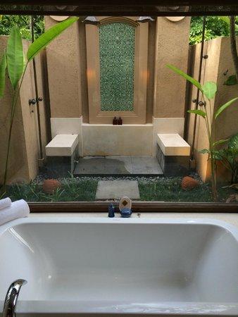 Four Seasons Resort Chiang Mai: Outdoor Shower