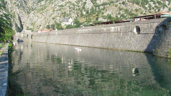 Kotor Old City: Река Шкудра