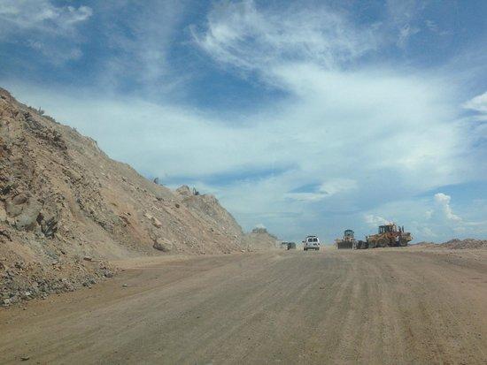 Villa del Palmar Beach Resort & Spa at The Islands of Loreto: Construction on the Road