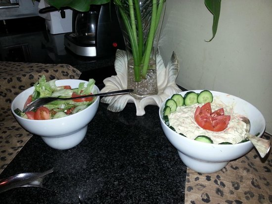 Kwantu Private Game Reserve: salads with the lunch buffet (coleslaw n green salad)- maybe even the left overs on both days