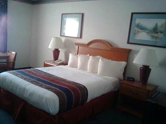 St. Michaels Inn: room