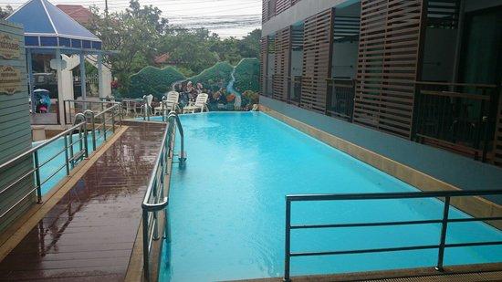 Chayadol Boutique Resort : Piscine de l'hôtel