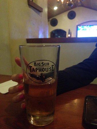 Big Sur Taphouse: Huge beer selection
