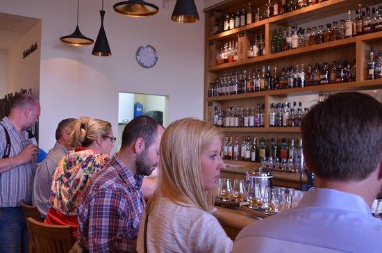 The Scotch Whisky Experience: Servicio de bar para los que pagaron el boleto caro
