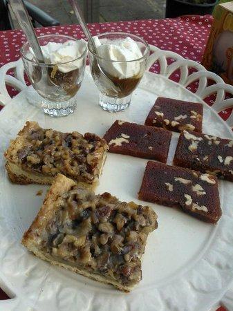 B&B de Haas in de Bedstee: Dessert van eigengemaakte kastanjepuree, walnotentaart en een membrillo van kweeperengelei