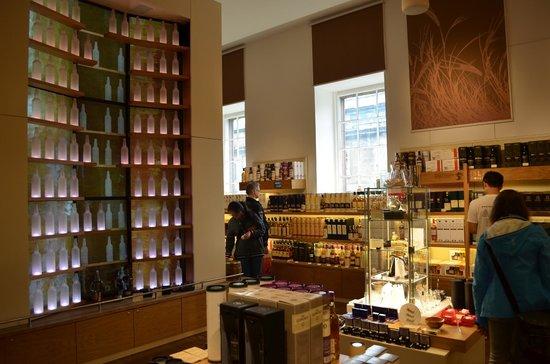 The Scotch Whisky Experience: Tienda al final del recorrido