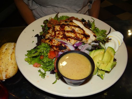 Zax Restaurant & Watering Hole: Salad..