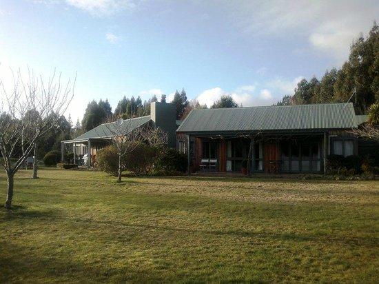 Whakaipo Lodge: Lodge exterior