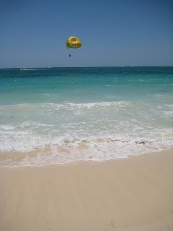 Punta Cana Princess All Suites Resort & Spa : Beach in front of Princess Resort Adults only