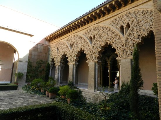 Palacio de la Aljaferia : Внутренний дворик дворца Альхаферия в Сарагосе