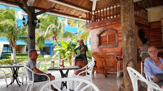 Blau Costa Verde Beach Resort: pool bar