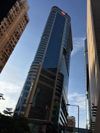 Cordis, Hong Kong : Outside hotel