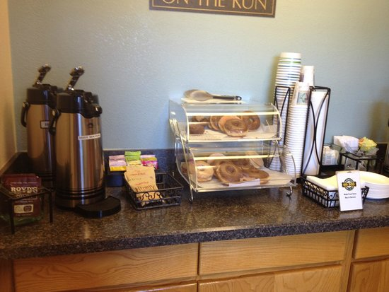 Old Town Inn: the breakfast counter