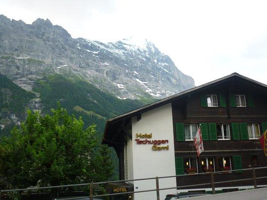 Hotel Tschuggen : ホテルの目の前がアイガーです