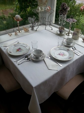 Victoria Inn: Inviting breakfast setting