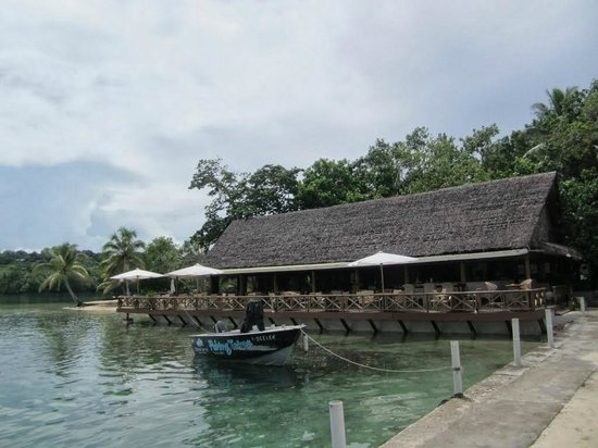 Erakor Island Resort & Spa : The Resort Restaurant & Bar.