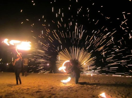 Erakor Island Resort & Spa : Melanesian night on Thursday, enjoy the spectacular fireshow!
