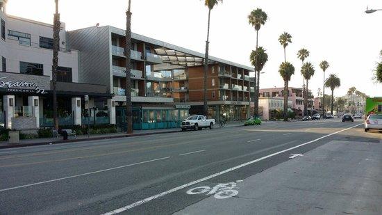 Shore Hotel: Nice location on Ocean Blv.