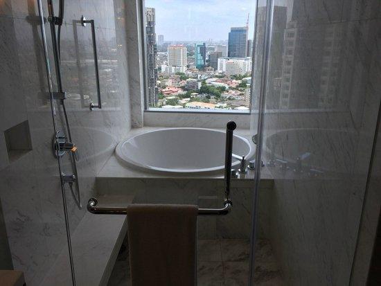 Bangkok Marriott Hotel Sukhumvit: Badewanne mit Ausblick