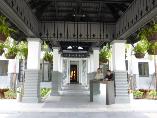 Shinta Mani Resort: Front Portico