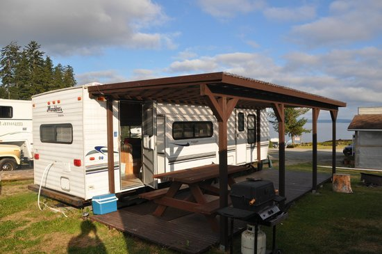 Alert Bay Cabins: Rental RV