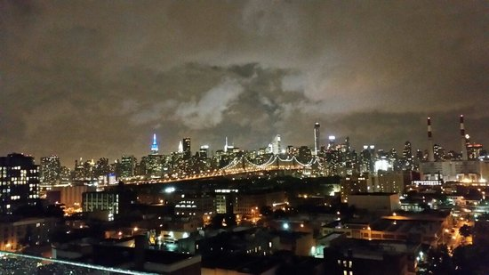 Four Points by Sheraton Long Island City Queensboro Bridge: Skyline of Manhattan @ Four Points by Shereton Skylounge
