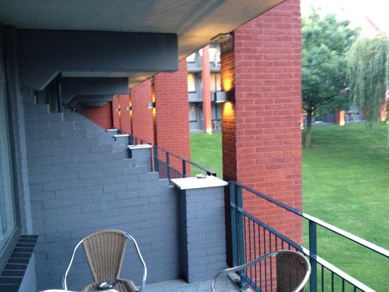Van der Valk Hotel Goes : Balcony ( great for smokers)
