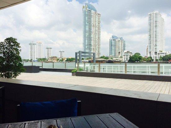 Ramada Plaza Bangkok Menam Riverside: Aussicht beim Frühstück