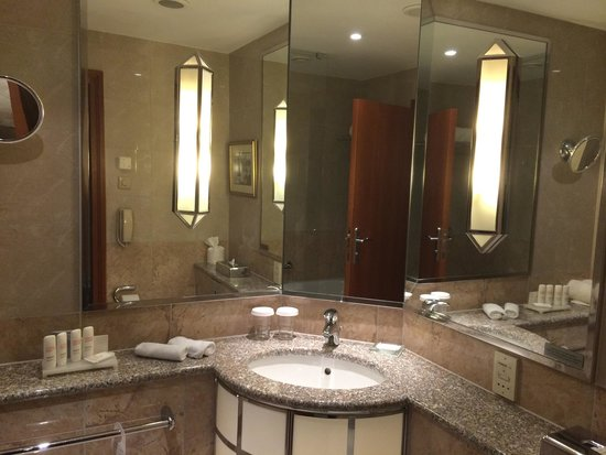 Radisson Blu Alcron Hotel, Prague : Salle de bain