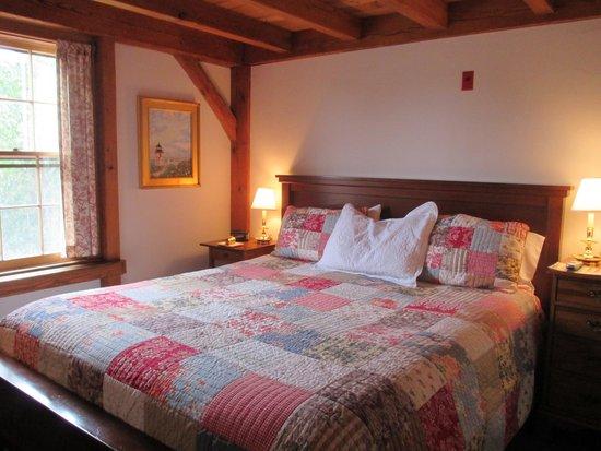Seven Sea Street Inn: ベッド