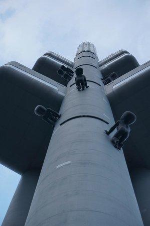 Zizkov Televison Tower: эти странные дети