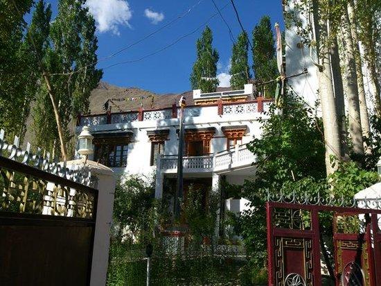Hotel Samdupling Alchi: outside