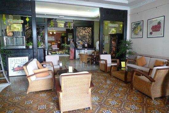 Hotel Puri: Reception area