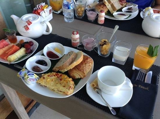 The Puncak: Breakfast on the patio