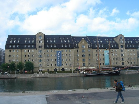 Copenhagen Admiral Hotel : hotel visto do porto