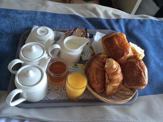 Soleil Vacances Beach Hôtel : Petits déjeuners servis en chambre