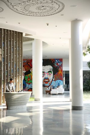 W Bali - Seminyak: Behind the reception is the Whatever Whenever concierge